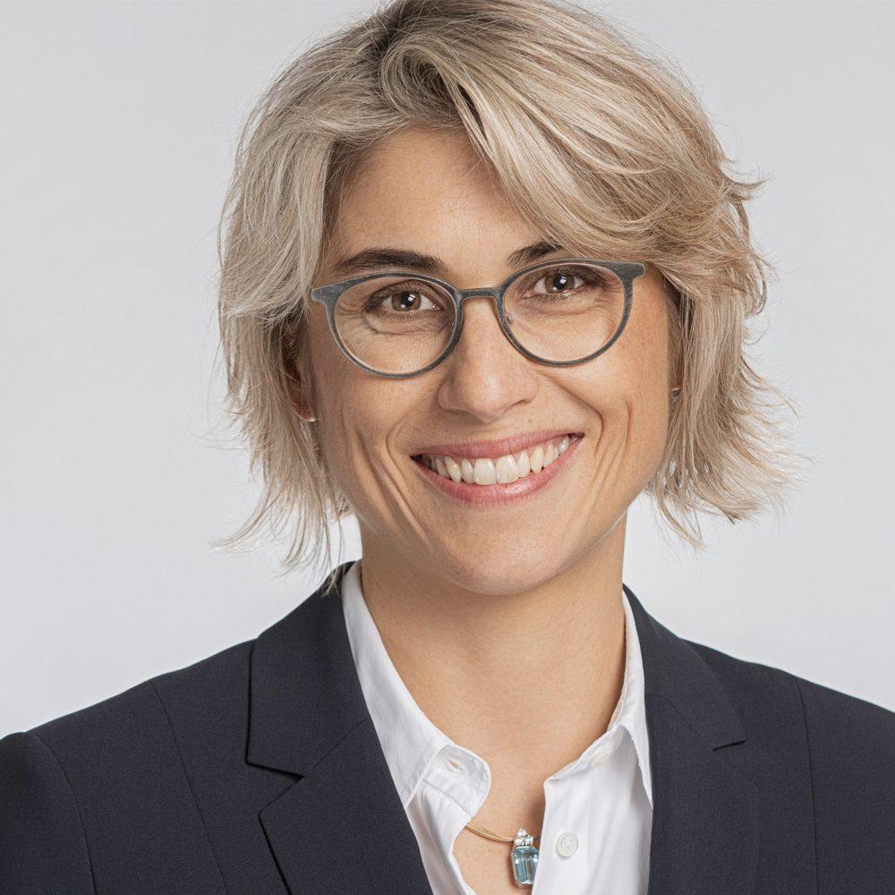 Porträtfoto von Barbara Schmid, Senior Advisor bei der BELOW TIPPMANN & COMPAGNIE PERSONALBERATUNG GMBH