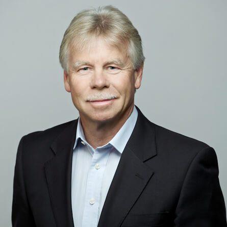 Das Porträtfoto von Dirk Schneemann, Senior Executive Advisor bei der Below Tippmann & Compagnie Personalberatung GmbH
