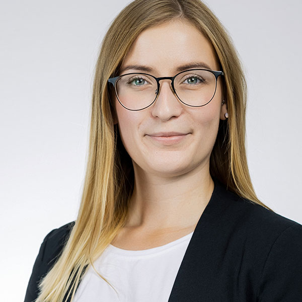Porträtfoto von Joline Reimer, Officemanagerin & Projektassistentin bei der Below Tippmann & Compagnie Personalberatung GmbH