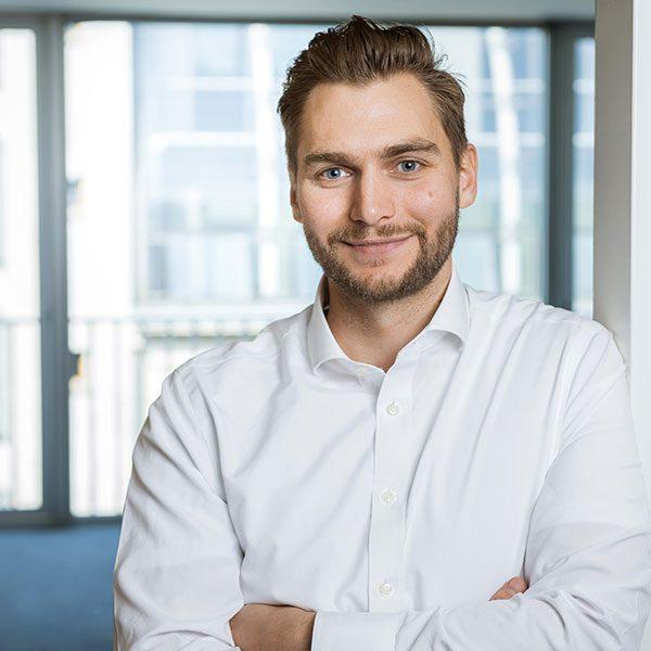 Porträtfoto von Thilo Gebhardt, Research Consultant bei der BELOW TIPPMANN & COMPAGNIE PERSONALBERATUNG GMBH